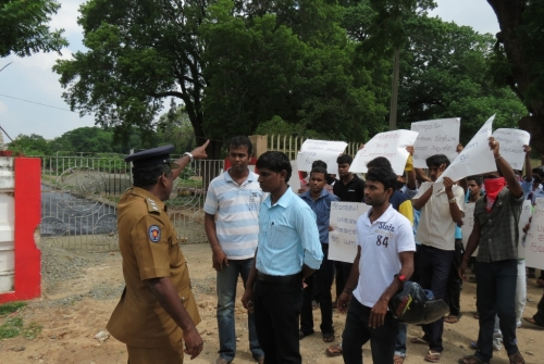 army_attack_jaffna_student_005